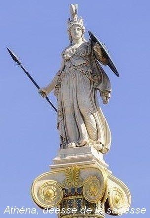 Sculpture d'Athéna, déesse de la sagesse, des arts et de la guerre.